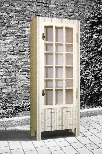 Henny Hendrichs, Die gute Stube | unter Verwendung eines Fensterflügels aus der Sächsischen Straße 7 in Berlin - Wilmersdorf | Maße - ca. 70 x 180 x 35cm (BxHxT)