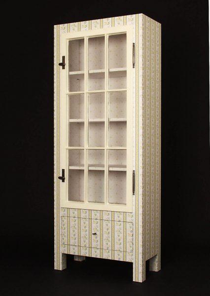Henny Hendrichs, Die gute Stube   unter Verwendung eines Fensterflügels aus der Sächsischen Straße 7 in Berlin - Wilmersdorf   Maße - ca. 70 x 180 x 35cm (BxHxT)